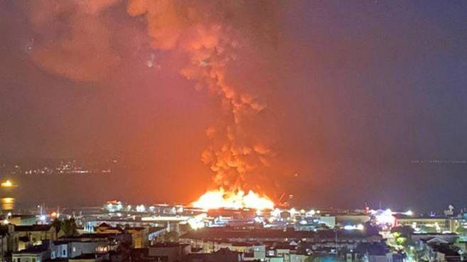 Incendio al 'molo degli italiani' a San Francisco (Ansa)