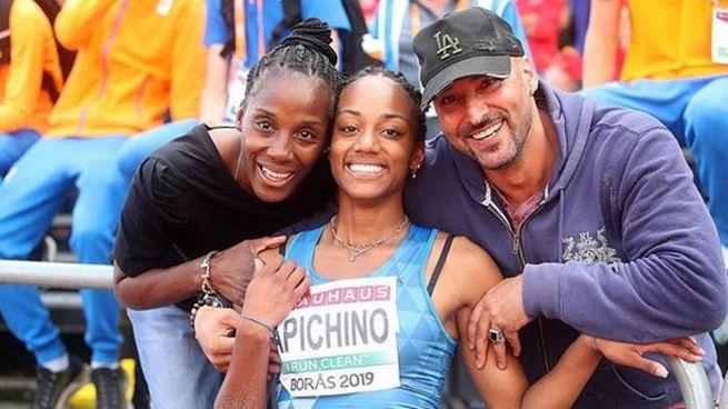 Larissa Iapichino, 18 anni a luglio, con la mamma Fiona May e il papà Gianni Iapichino