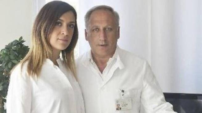 Arnaldo Caruso con Francesca Caccuri, ricercatrice del laboratorio di Brescia