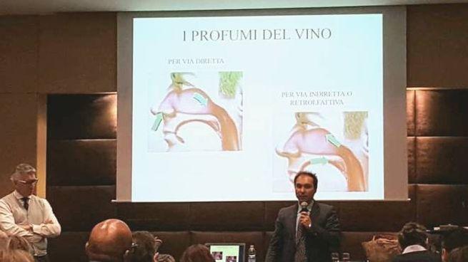 Leonardo Comucci nel corso di una conferenza