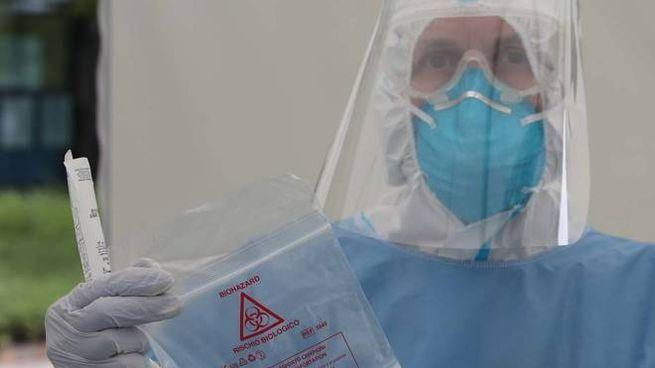 Il prelievo nasofaringeo viene di fatto fornito col contagocce dalla sanità pubblica