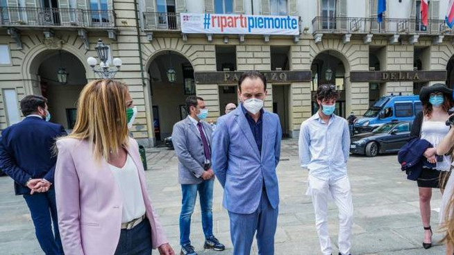 The governor of Piedmont Cirio in Turin during the demonstration for kindergartens (A