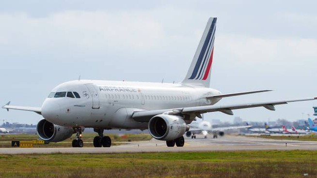 An Air France plane at the Marconi in Bologna (photo Berni)