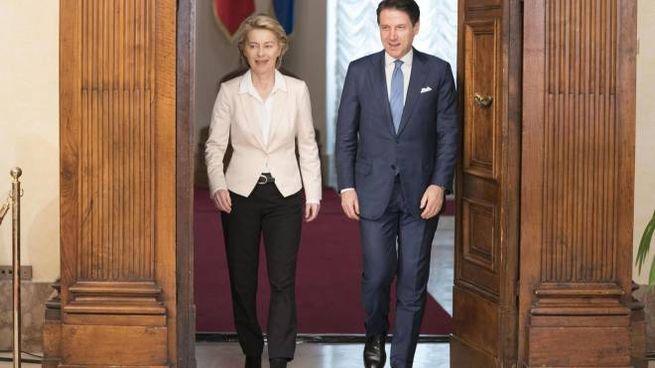 Ursula von der Leyen a Palazzo Chigi con Giuseppe Conte la scorsa estate (Ansa)