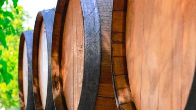 Nella botte piccola c'è il vino buono: origine e significato del proverbio