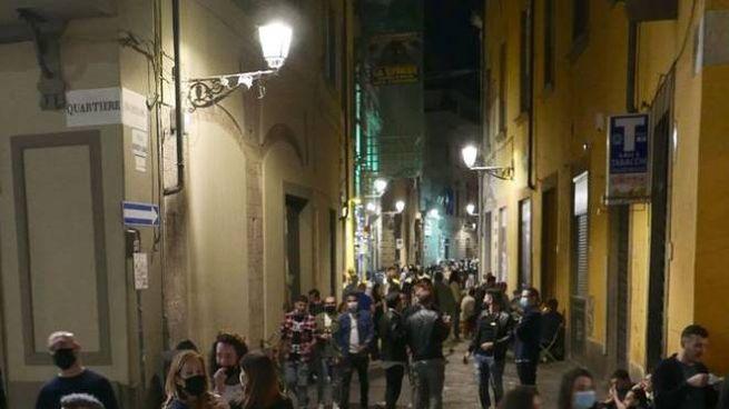 Movida in centro a Prato (foto Attalmi)