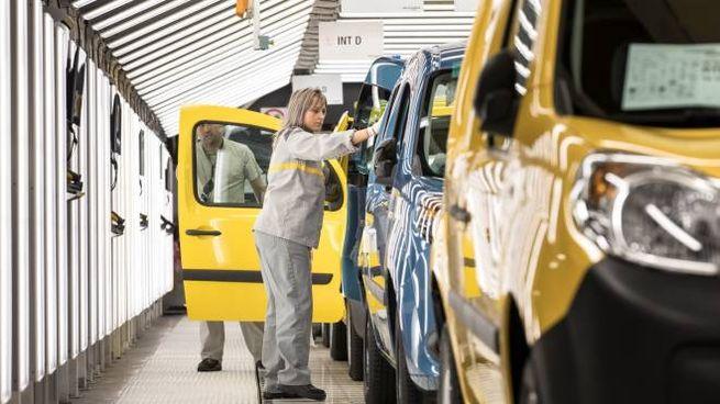 Catena di montaggio in uno stabilimento Renault (ImagoE)