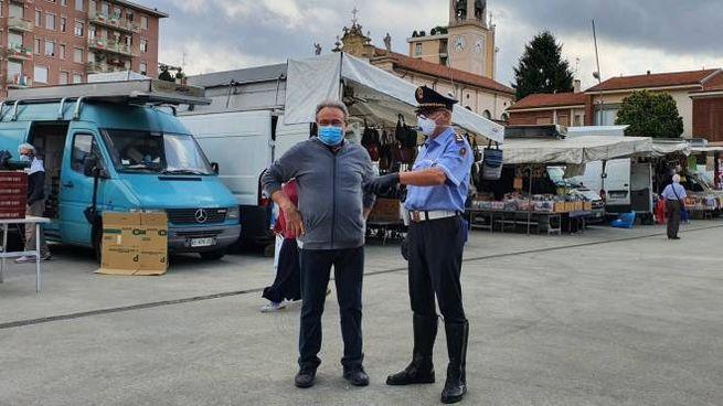 Mercato in piazza Gramsci a Cinisello
