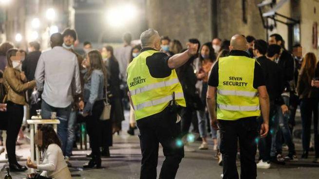 Steward nelle strade della movida a Firenze (New Press Photo)