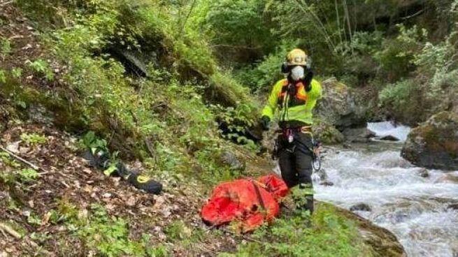 L'escursionista è caduta nel torrente
