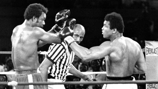 Muhammad Ali (a destra) e George Foreman (sinistra) nel leggendario match del 30/10/1974