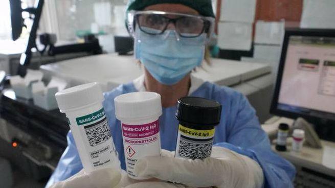 Coronavirus, un laboratorio (Imagoeconomica)