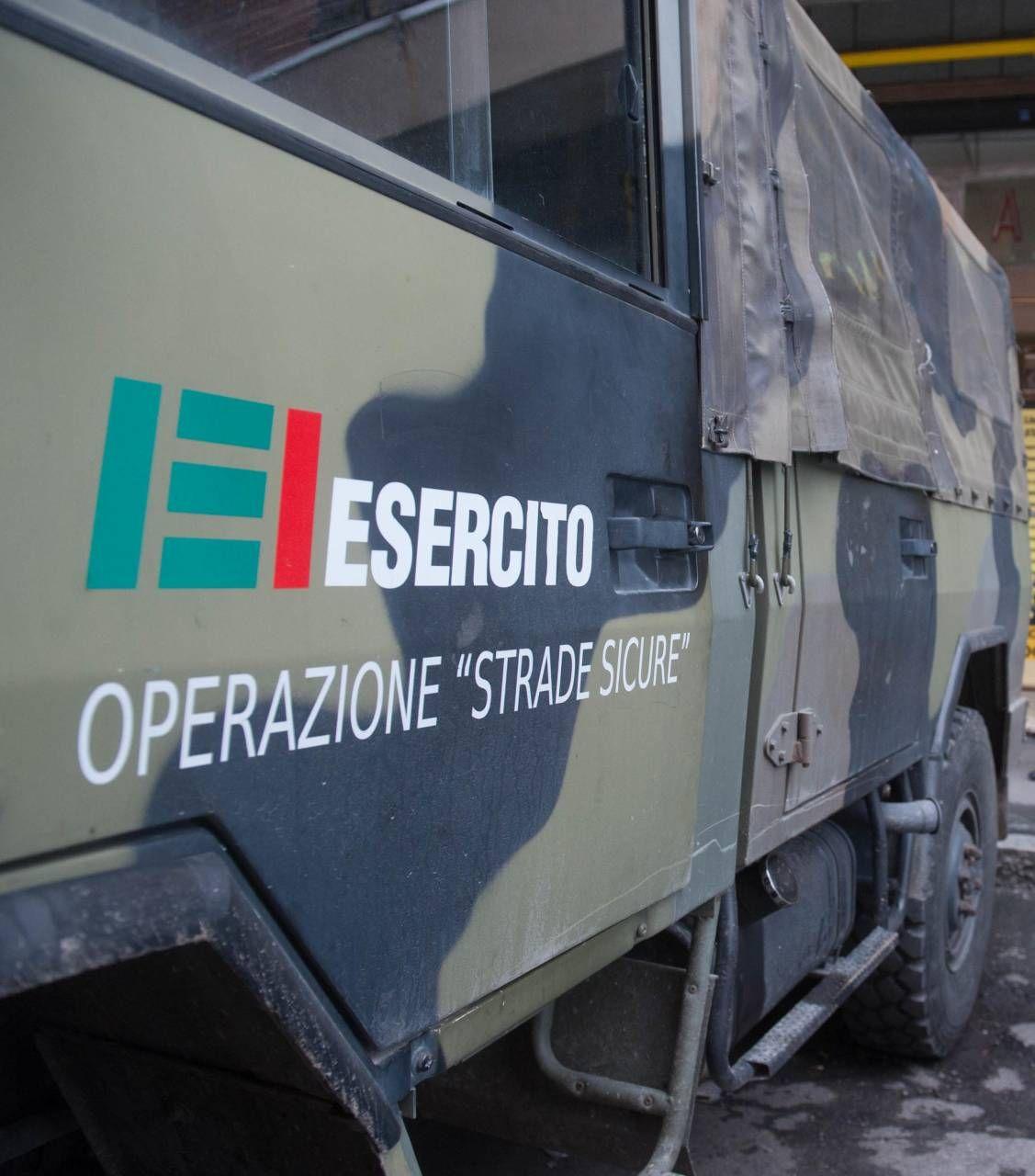 Una camionetta dell'esercito impiegata nel progetto 'Strade Sicure'