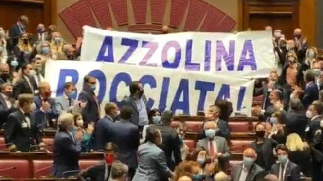 Acuola, striscione della Lega contro la ministra Azzolina (Ansa)