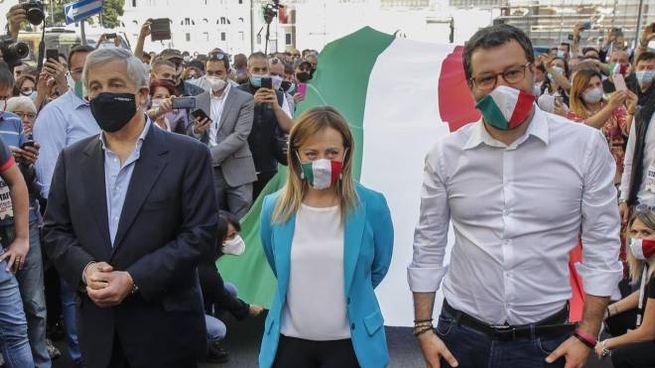 Da sinistra Tajani, Meloni e Salvini (Ansa)