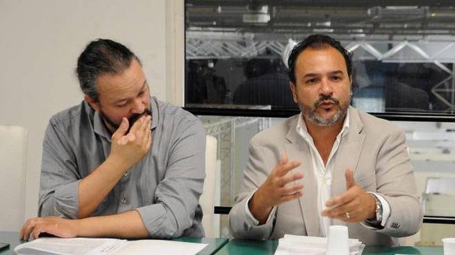 Filippo Parisini, a destra, durante una conferenza stampa assieme al sindaco Alan Fabbri