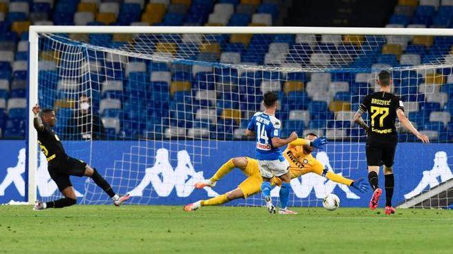 Il gol di Mertens (Ansa)
