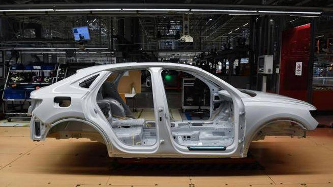 Produzione auto, uno stabilimento Audi in Ungheria (Ansa)