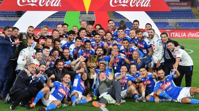 Il Napoli festeggia la Coppa Italia (Ansa)