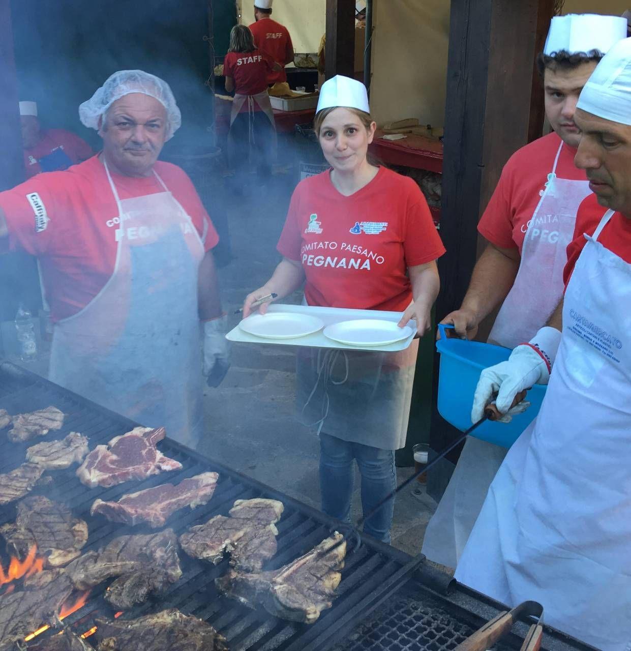 Bistecche e patatine all'aperto, i gestori dei locali dicono «no» (foto repertorio)