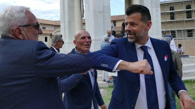 A destra Maurizio Mangialardi, candidato governatore delle Marche per il centrosinistra