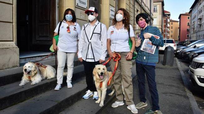 Fiorella, Filippo, Barbara, Enrico con i cani Teresa e Eva