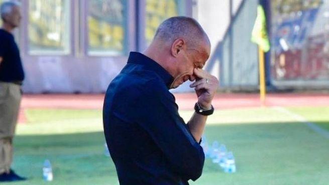 Antonio Filippini commosso in panchina (Foto Novi)