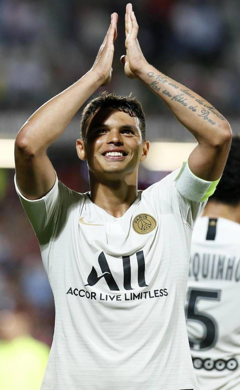 Thiago Silva saluta il Psg