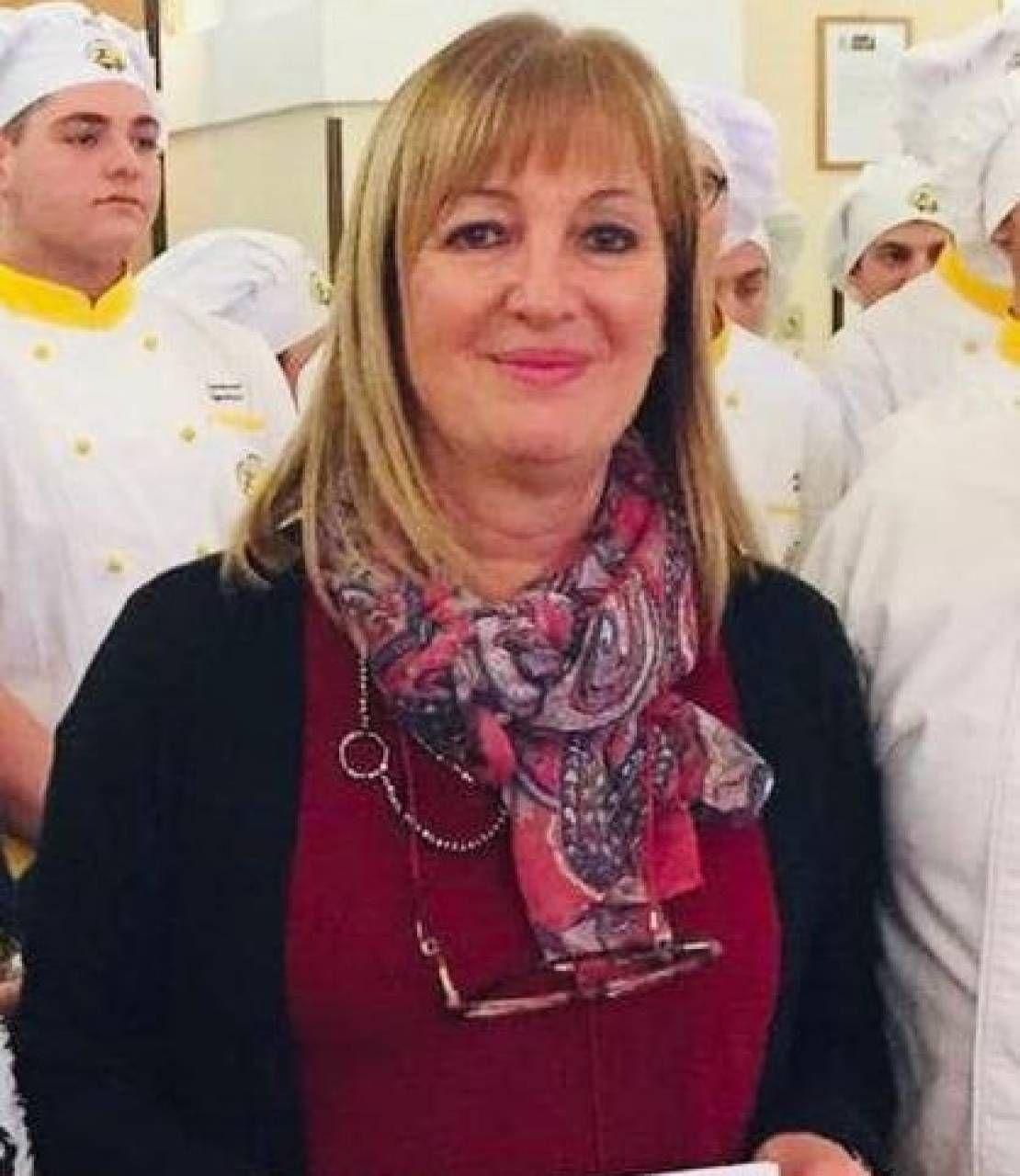 Maria Rosella Bitti, dirigente del'Ipseoa Varnelli di Cingoli, va in pensione