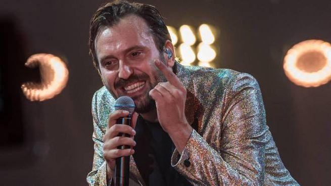 Cesare Cremonini (foto Ansa) in tv su Sky ha cantato in dialetto bolognese