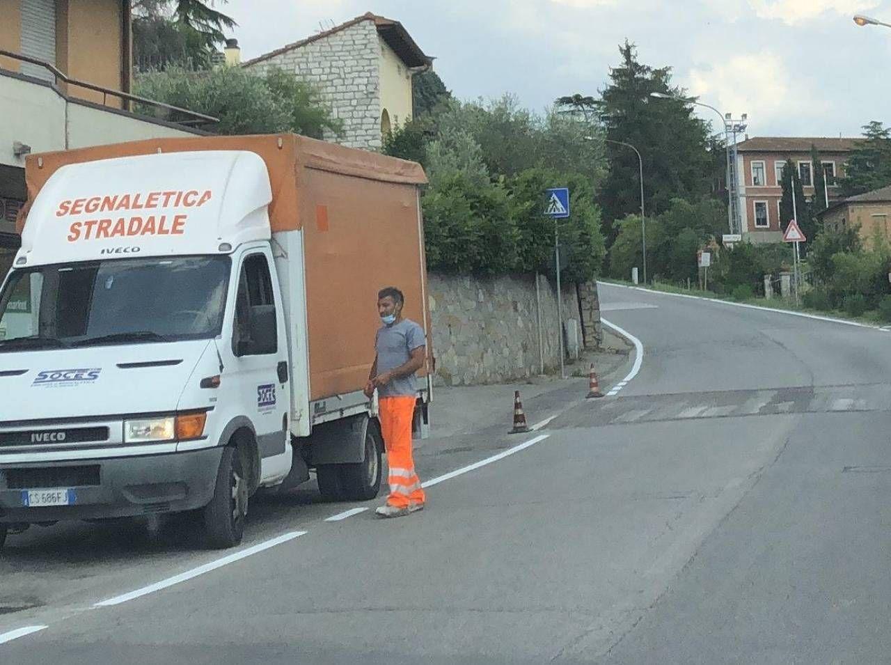 Uno dei cantieri aperti lungo via Siena, a Bettolle L'investimento complessivo è di 20mila euro