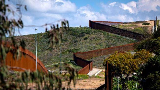 Il muro al confine tra Usa e Messico (Ansa)
