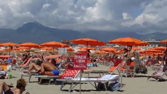 Per molti il mare della Versilia, o comunque quello toscano, sarà la meta delle vacanze es