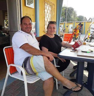 Il bagnino Andrea e la moglie Annalisa