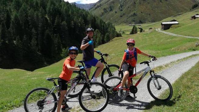 Mario Bressi con i figli Elena e Diego
