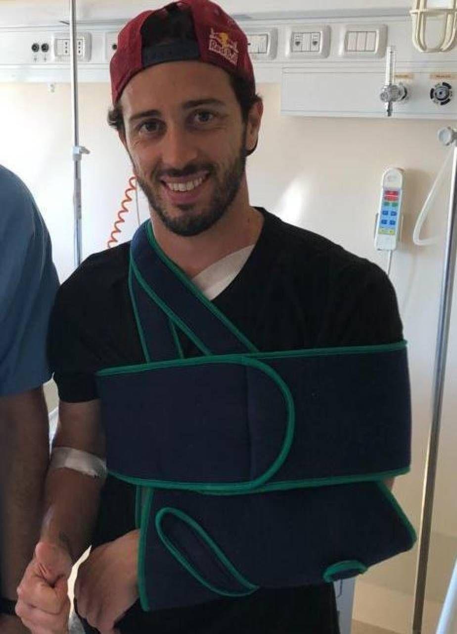 Andrea Dovizioso, 34 anni, dopo l'intervento al Policlinico di Modena. Potrà tornare in moto tra dieci giorni