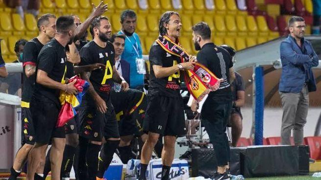 Il Benevento festeggia la promozione in serie A (Ansa)