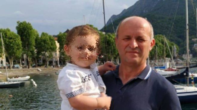 Bashkim Dobrushi, 51 anni, con il figlio