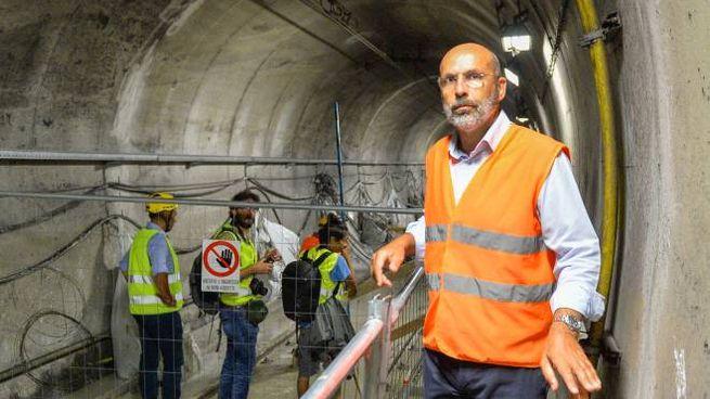 Il direttore generale di Atm, Arrigo Giana, in uno dei tunnel in costruzione