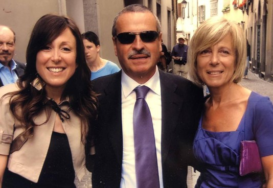 Roberto Gasperi con la figlia Federica, che ne segue le orme, e la moglie Aurella