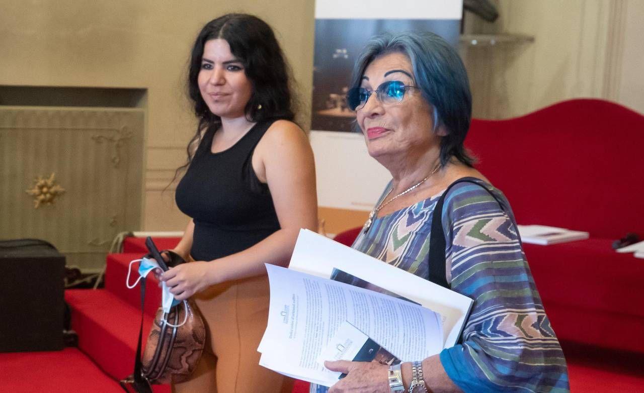L'artista curda Zehra Dogan assieme a Cristina Muti