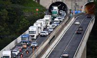 Caos autostrade, la Liguria finisce di nuovo ko. Fuga dei giganti cinesi dal porto di Genova