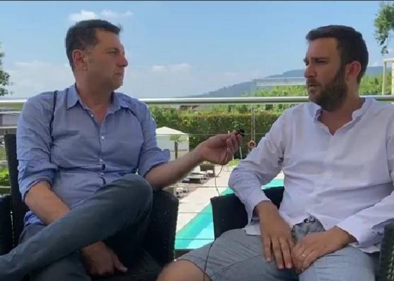 Il direttore artistico Matteo Del Rosso durante un'intervista con Alessandro Martini