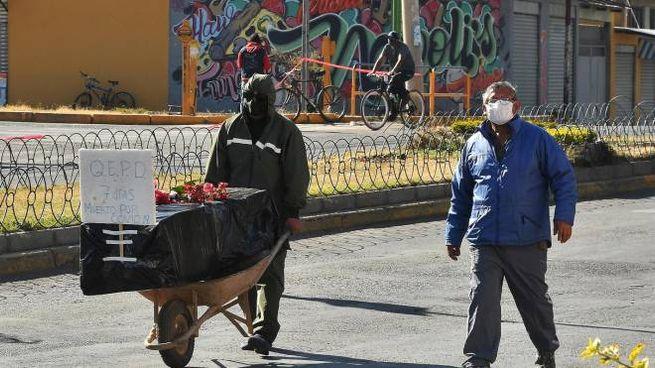Bolivia, una vittima del Covid-19 a Cochabamba (Ansa)