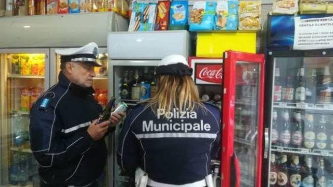 I controlli anti-alcol della Polizia locale di Riccione hanno portato a sanzionare quattro titolare di bar e mini market