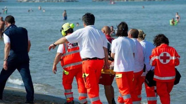 Gli operatori del 118 hanno tentato inutilmente di rianimare l'anziano turista