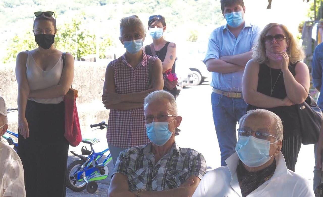 Gli abitanti di Caprigliola durante l'incontro. (Foto di Massimo Pasquali
