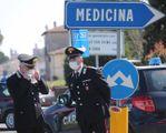 Nella cittadina  del Bolognese  si sono verificati  180 casi. di positività Cento i pazienti ricoverati, molti dei quali  in terapia intensiva, su una popolazione  di 10mila abitanti