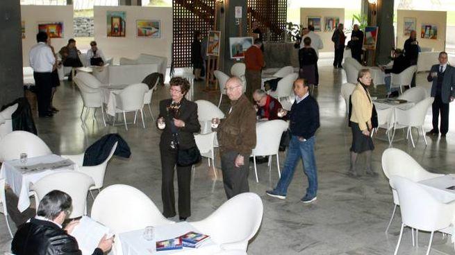 Turisti allo stabilimento Excelsior (Foto Goiorani)