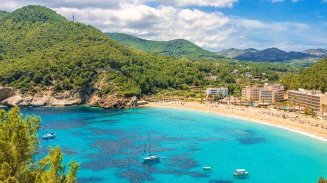 """Una vacanza a Ibiza per ringraziare """"gli eroi del sistema sanitario"""""""